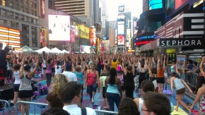 IMAG0736 290x163 Grand Central, Brooklyn Bridge & Time Square Yoga