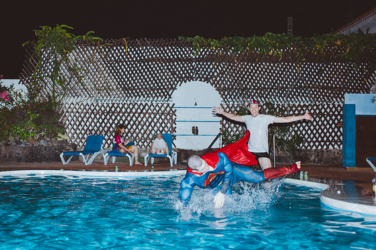 Poolparty mit Superman | thomas-reimann.com | Fotografie, Musik ...